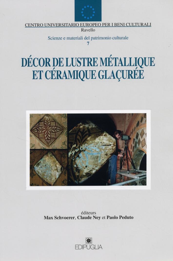 Décor de lustre métallique et céramique glaçurée