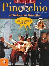 Pinocchio al teatro dei burattini. Con immagini del film di Roberto Benigni.