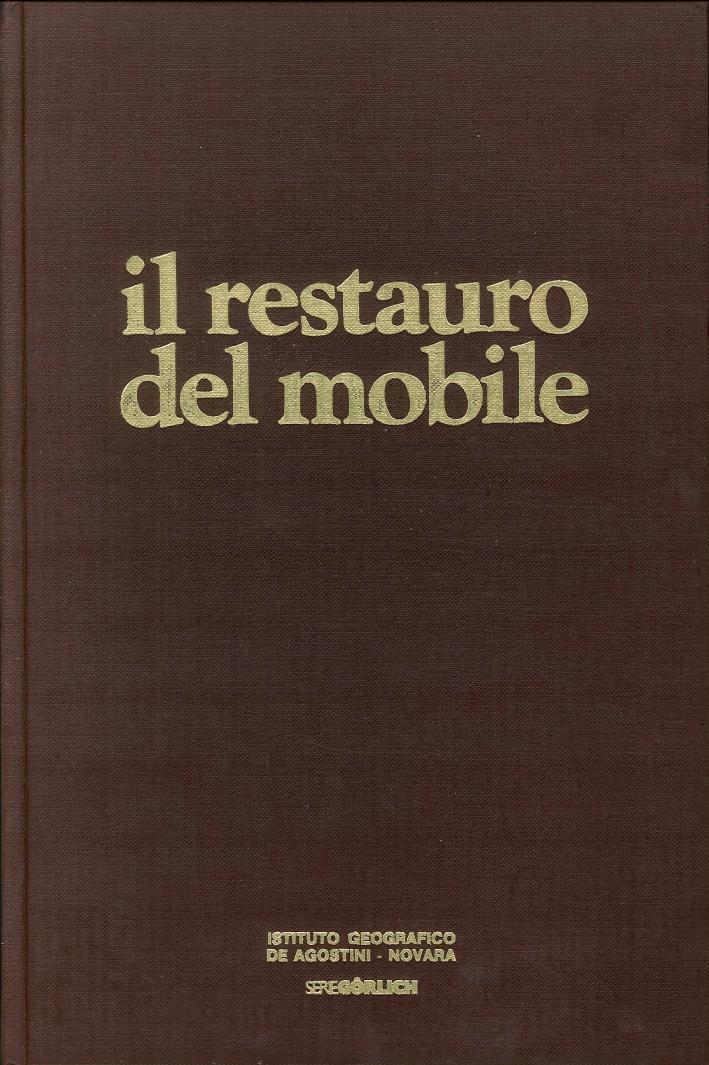 Il restauro del mobile.