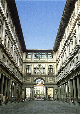 Cartolina. Firenze - Galleria degli Uffizi. Esterno del Museo da Piazza della Signoria