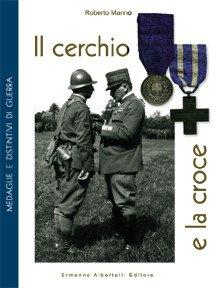 Il cerchio e la croce. Medaglie e distintivi di guerra. Ediz. illustrata