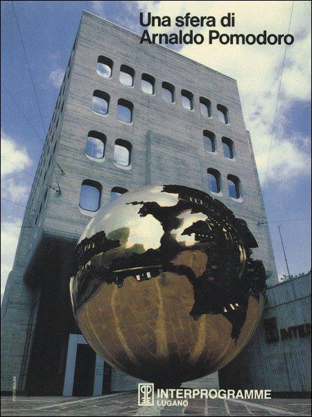 Una sfera di Arnaldo Pomodoro