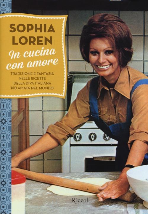 In cucina con amore. Tradizione e fantasia nelle ricette della diva più amata d'Italia. Ediz. illustrata