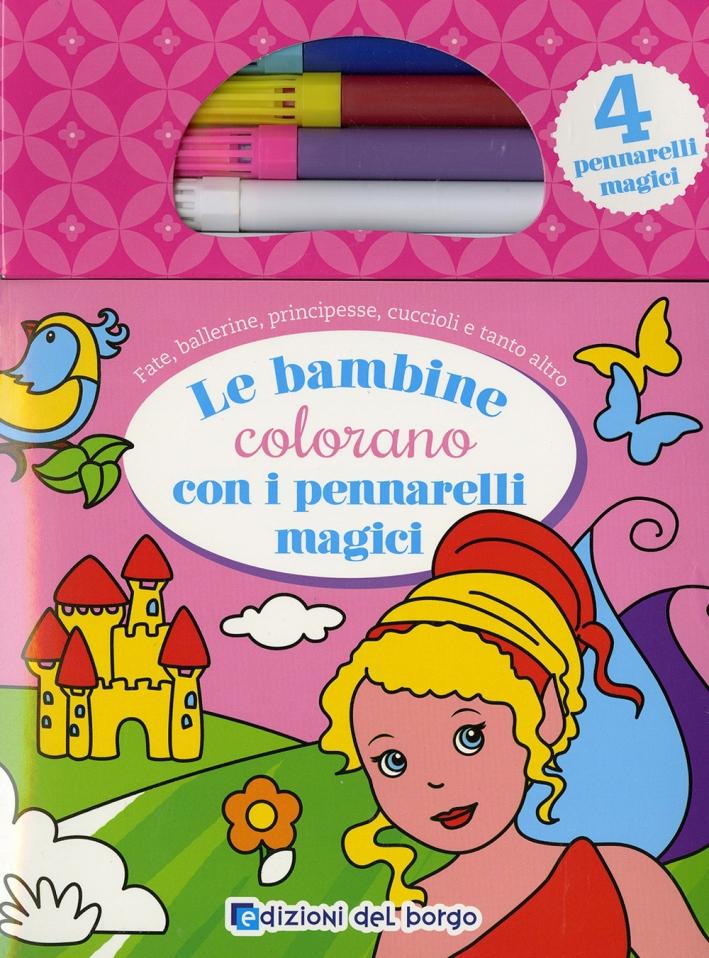 Le bambine colorano con i pennarelli magici. Con gadget