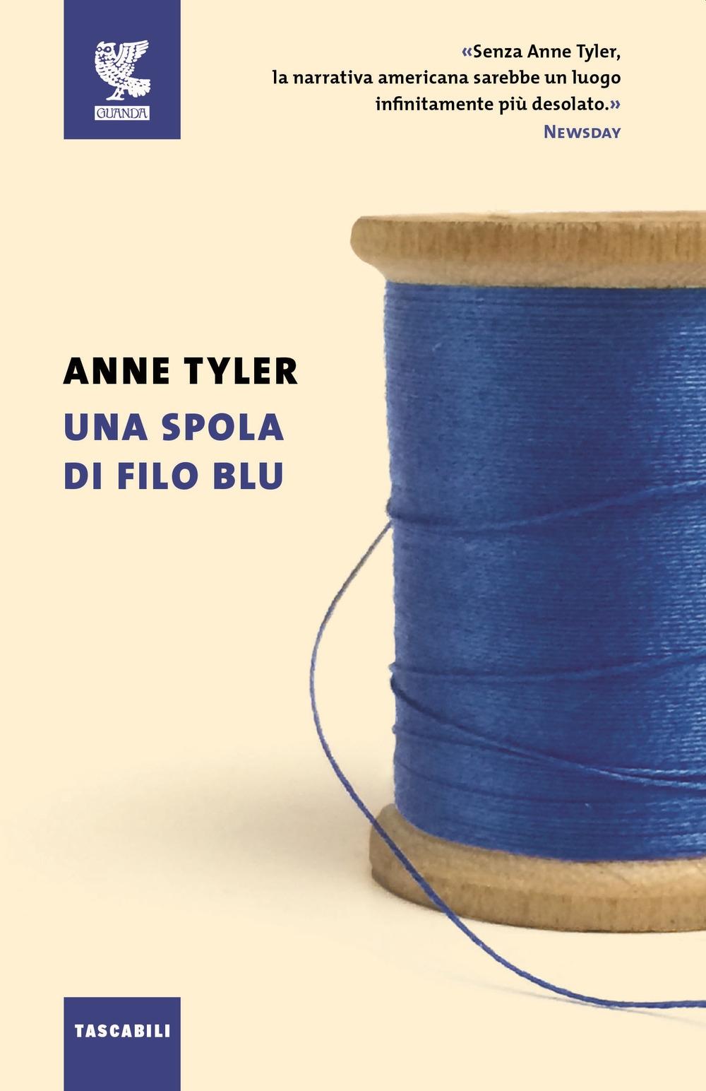 Una spola di filo blu.