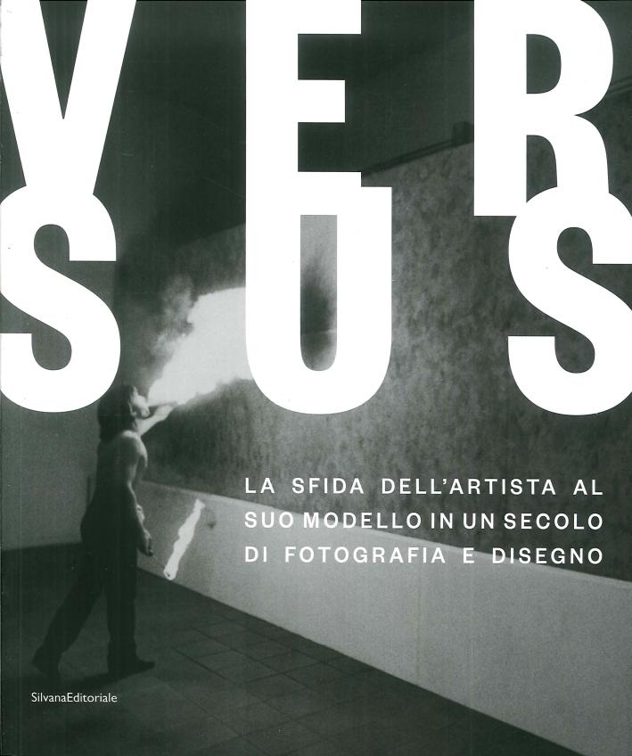Versus. La sfida dell'artista al suo modello in un secolo di fotografia e disegno. Challenging the artist's model in a century of photography and drawing.