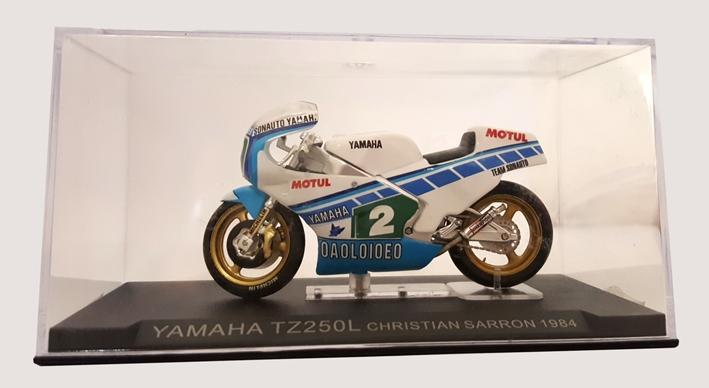 Miniatura Moto. Yamaha TZ250L. Christian Sarron 1984.