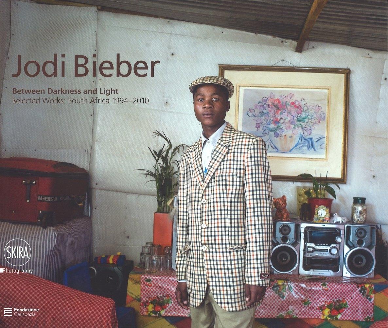 Jodi Bieber. Between darkness and light. Selected works: South Africa 1994-2010. Ediz. italiana e inglese